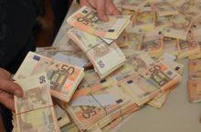 Macchinari che verificano le banconote