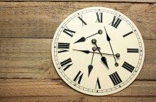 Orologi da parete: gli elementi d'arredamento che non devono mancare mai in casa